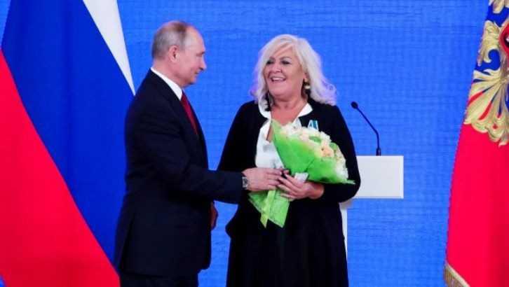 Путин наградил помогающую брянским детям ирландку Дебби Диган
