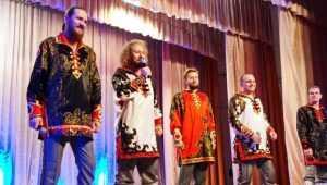 В Клинцах «Бабкины внуки» спели для брянских мотострелков и их семей