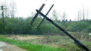 Мглинских электриков накажут за упавший столб