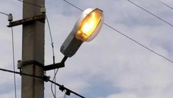 Власти объяснили, почему в Брянске днём горят фонари