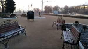На вокзале в Жуковке установили загадочный черный куб