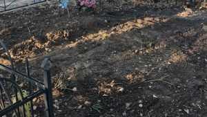 На брянском кладбище убрали засветившуюся в интернете свалку