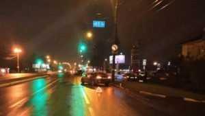 Молодая автолюбительница устроила бильярд на проспекте Московском в Брянске