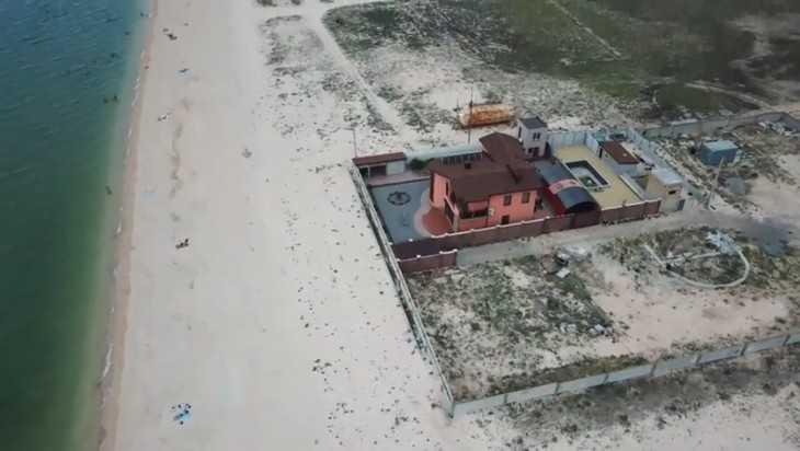 Главного недруга Путина в Геническе поймали на краже остатков Крыма
