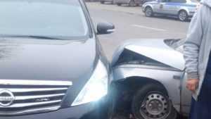 В Брянске возле автовокзала столкнулись Lada и Nissan