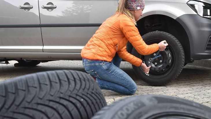 Брянским водителям посоветовали поменять летнюю резину на зимнюю