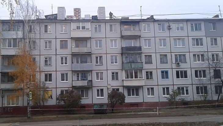 В Брянске сняли видео о бомбометании строителей с крыши пятиэтажки