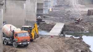 В Брянске у Первомайского моста начали строить временную переправу