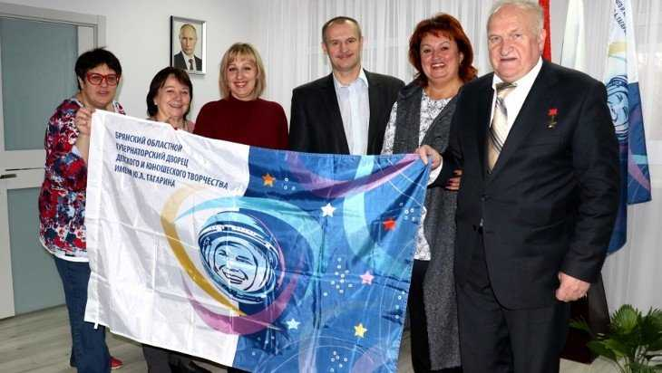 Флаг брянского Дворца имени Гагарина вернулся из космоса