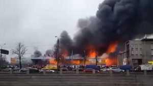 В Санкт-Петербурге сгорела и обрушилась «Лента»