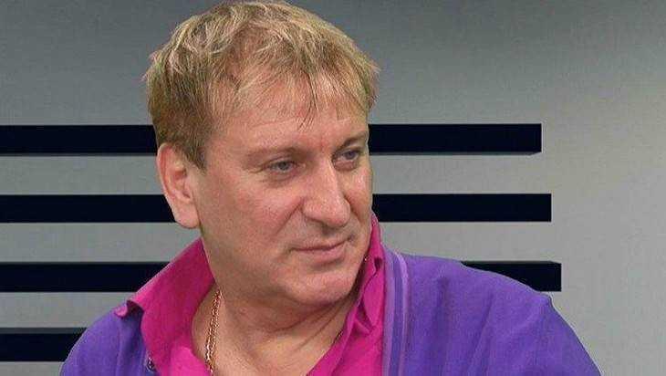 В Брянске двери ДК БМЗ заменили за 100 долларов певца Сергея Пенкина