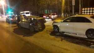 Брянец перед светофором разбил свою «Тойоту» и еще четыре автомобиля