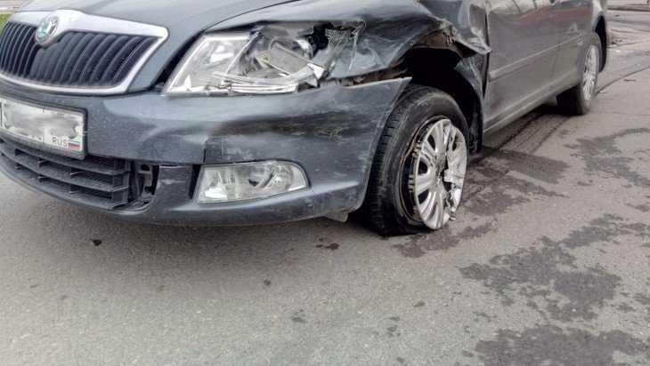 Водитель «Шкоды» пострадал в ДТП на трассе под Локтем