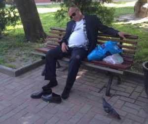 В Брянске подросток украл телефон у заснувшего на улице пьяного прохожего