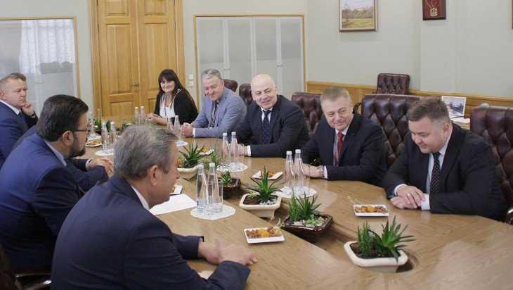 Брянский губернатор встретился с участниками экономического форума