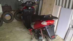 В Дубровском районе вор украл скутер из гаража, проделав дыру в крыше
