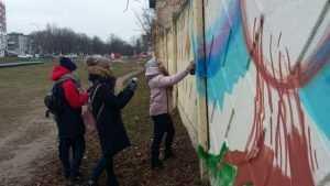 Забор на въезде в Фокинском районе отдали мастерам граффити
