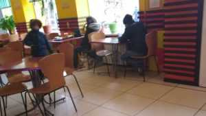 В Брянске в Chicken Pizza из-за собаки устроили скандал