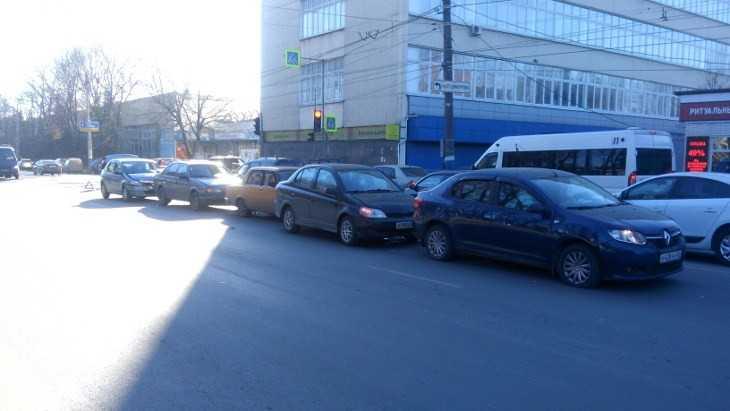 В Брянске возле «Кремния» столкнулись пять автомобилей