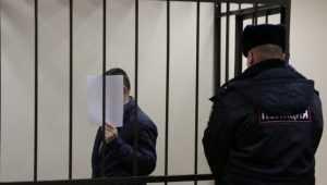 Избившего бабушку жителя Клинцов оставили под арестом до 17 декабря