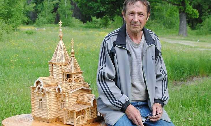 Житель брянского села создал удивительные макеты храмов