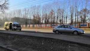 В Брянске маршрутка врезалась в Nissan – ранена 41-летняя женщина
