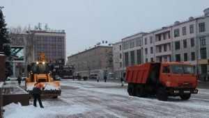 В выходные на битву с первым снегом в Брянске вывели 17 машин