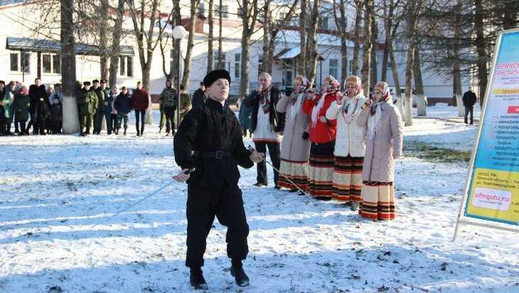 Брянские и орловские казаки в Унече устроили состязания по рубке шашкой