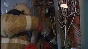 В брянской многоэтажке электросчетчик вспыхнул от перенапряжения