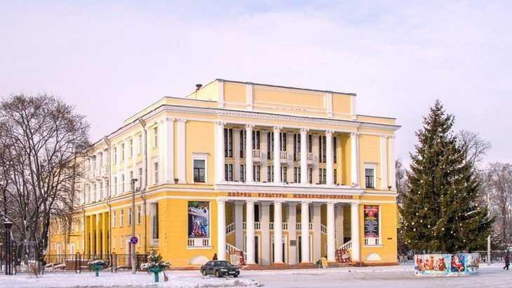 В субботу в Брянске запретят парковаться возле ДК железнодорожников