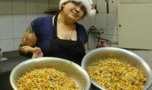 Брянцам перед Новым годом предложили не резать салаты тазиками