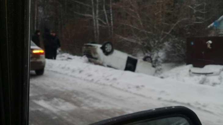 Под Брянском два автомобиля слетели в кювет