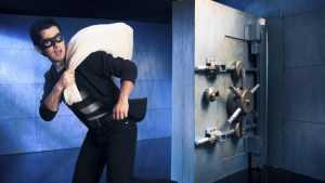 Уголовник похитил из брянского магазина более полумиллиона рублей