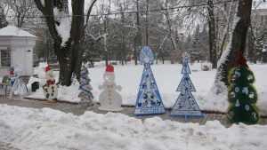 В сквере Карла Маркса в центре Брянска поселились новогодние персонажи