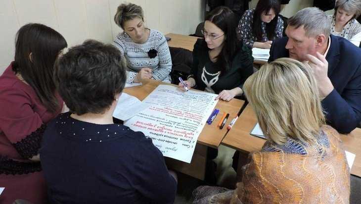Две сотни брянских чиновников получили дополнительное образование