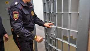 Сотрудника брянской колонии № 4 задержали с наркотиком для зека