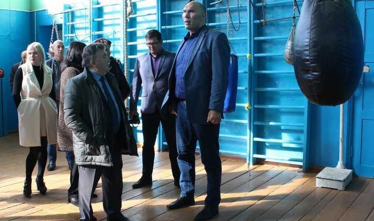 Бедная семья из Клинцов пожаловалась депутату Валуеву на чиновников