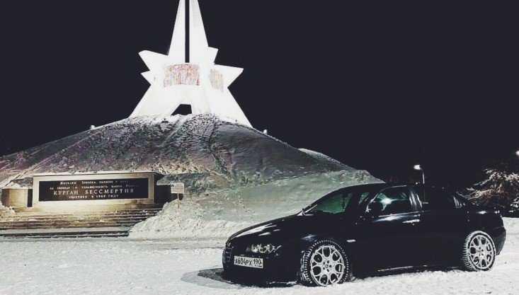 В Брянске молодого водителя оштрафовали за парковку возле Кургана Бессмертия