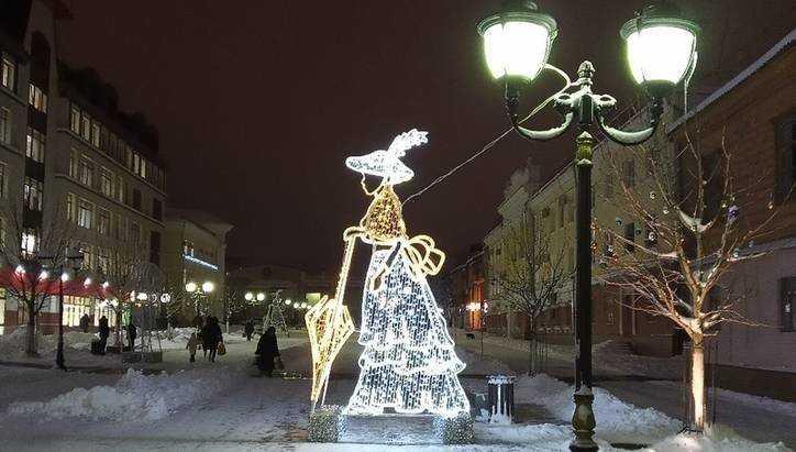 В Брянске на бульвар Гагарина вышли дама в шляпке и господин в котелке