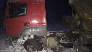 В Почепском районе кроссовер Suzuki Grand на «встречке» врезался в фуру