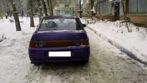 Во дворе на брянскую пенсионерку наехал автомобиль