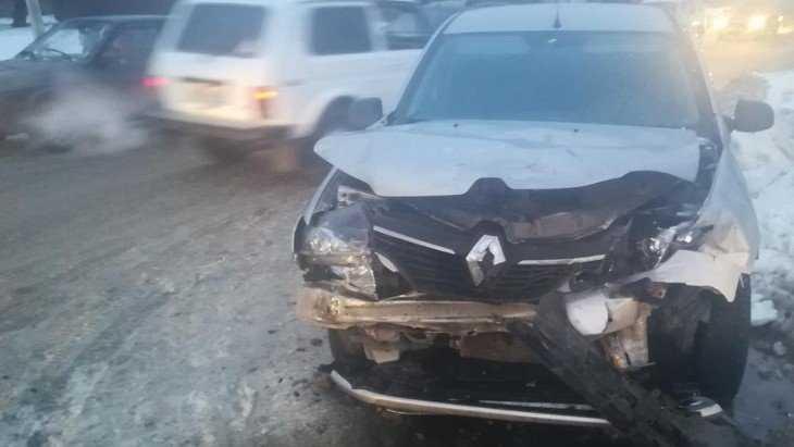 В Дятькове пенсионер на машине протаранил препятствие и сломал рёбра