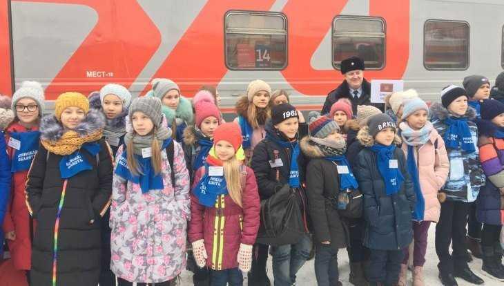 В Москву на Кремлёвскую ёлку отправились 30 брянских школьников