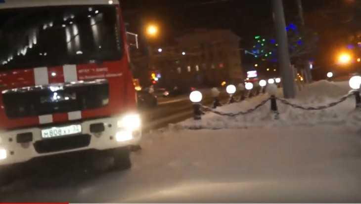 Брянские сотрудники МЧС спасли полицейских от огня