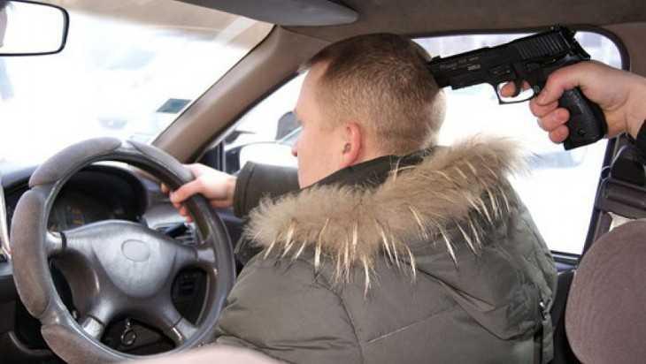 В Брянском районе двое приезжих строителей напали на таксиста