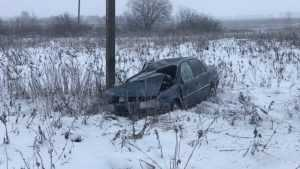 Возле Новозыбкова легковушка улетела в кювет с ледяной трассы
