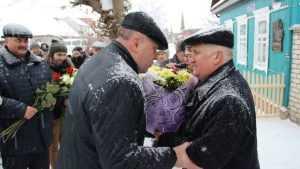 В Брянске установили памятную доску космонавту Виктору Афанасьеву
