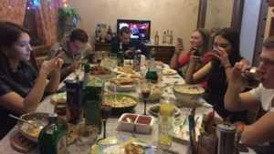 Стала известна средняя стоимость блюд на новогоднем столе брянцев