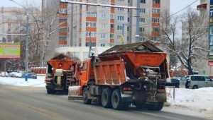 В Брянске на битву со снегом вышли 175 человек и 80 машин