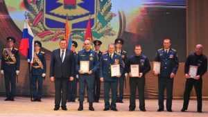 Руководители Брянска и области поздравили сотрудников МЧС с Днём спасателя